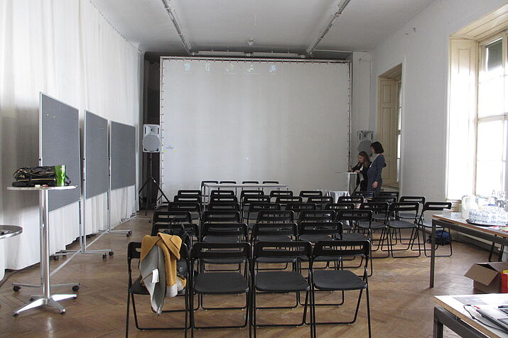 Almost empty room at conference venue (Photo credit: Sandra Folie)